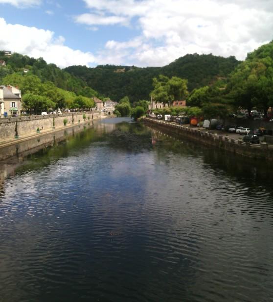 La rivière Aveyron à Villefranche-de-Rouergue
