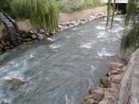 Enrochement en cours d'eau