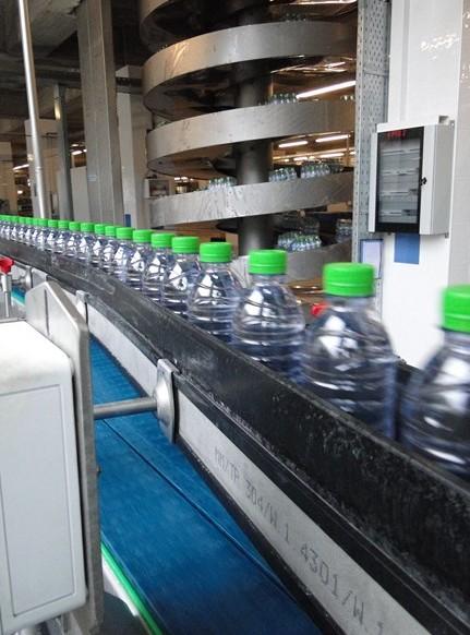 Usine d'embouteillage d'eau minérale