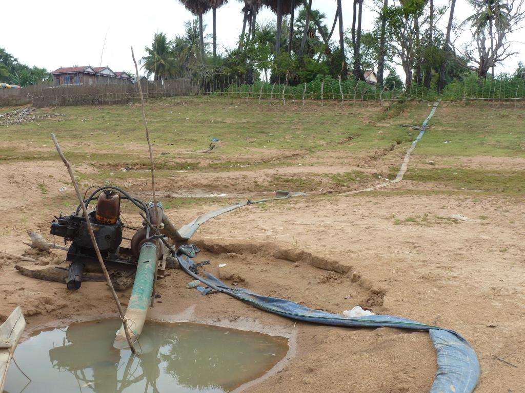 Pompage dans cours principal Stung Sen pour irrigation - Cambodge