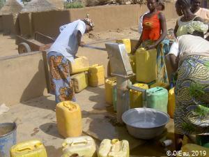 Pompe à main au Congo