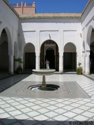 MAROC - cour intérieure fontaine