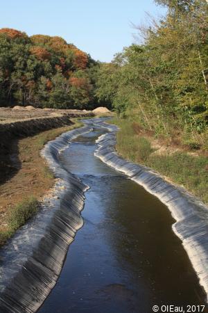 Détournement du lit d'un cours d'eau pendant la démolition d'un barrage